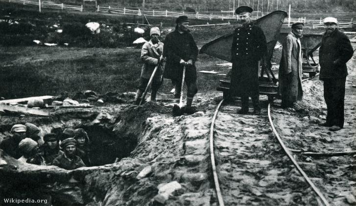 Rabok és őreik egy Gulag táborban 1925 körül