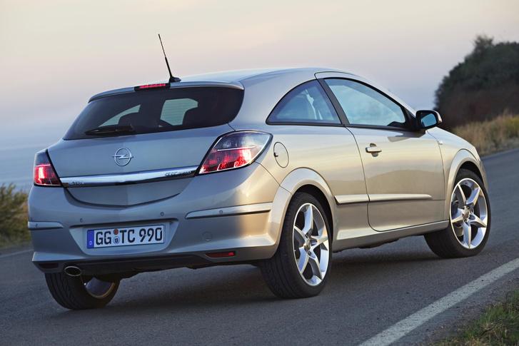 Opel-Astra-GTC-78061