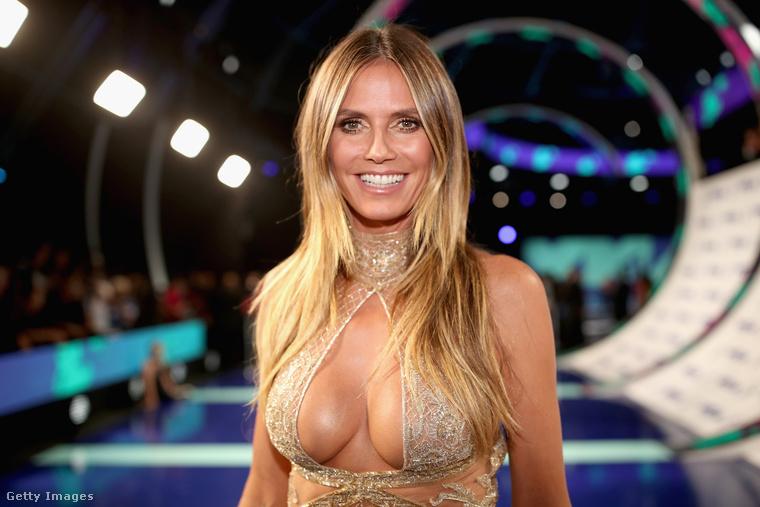 A modell-üzletasszony-műsorvezető két félgömbbel a mellkasán érkezett a rendezvényre, és ha megnézik