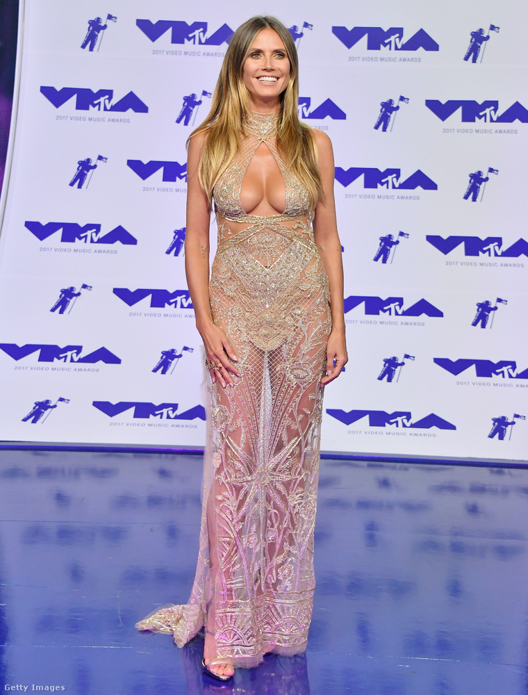 Szóval ránézésre azt mondanánk, hogy az amúgy kevéssé, vagy szuperügyesen plasztikáztató Heidi Klum némi beavatkozáson eshetett át,