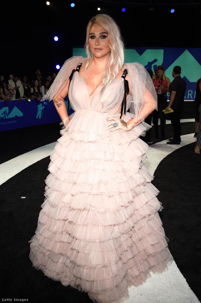 Ott volt Kesha is, aki mostanában kezd el visszatérni,