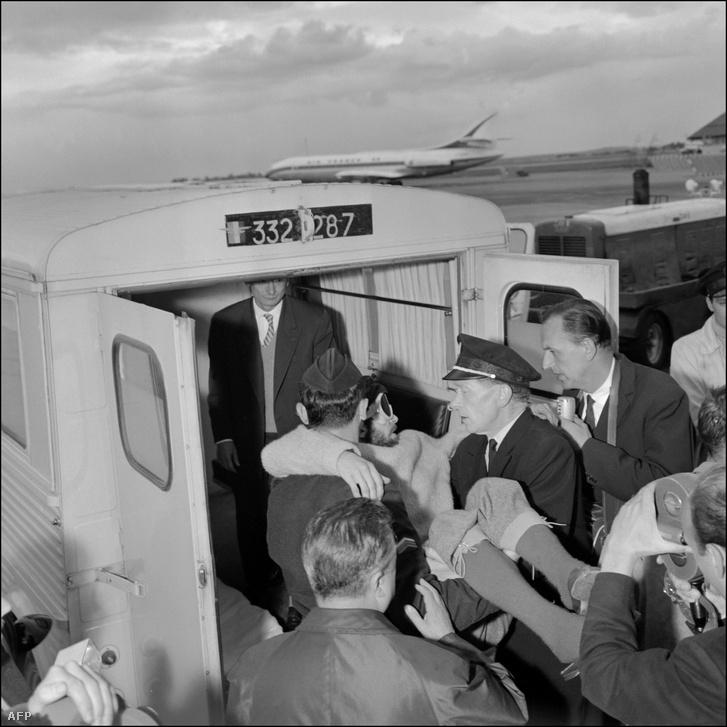 1962. szeptember 18-án, a kísérlet végén mentővel szállították el