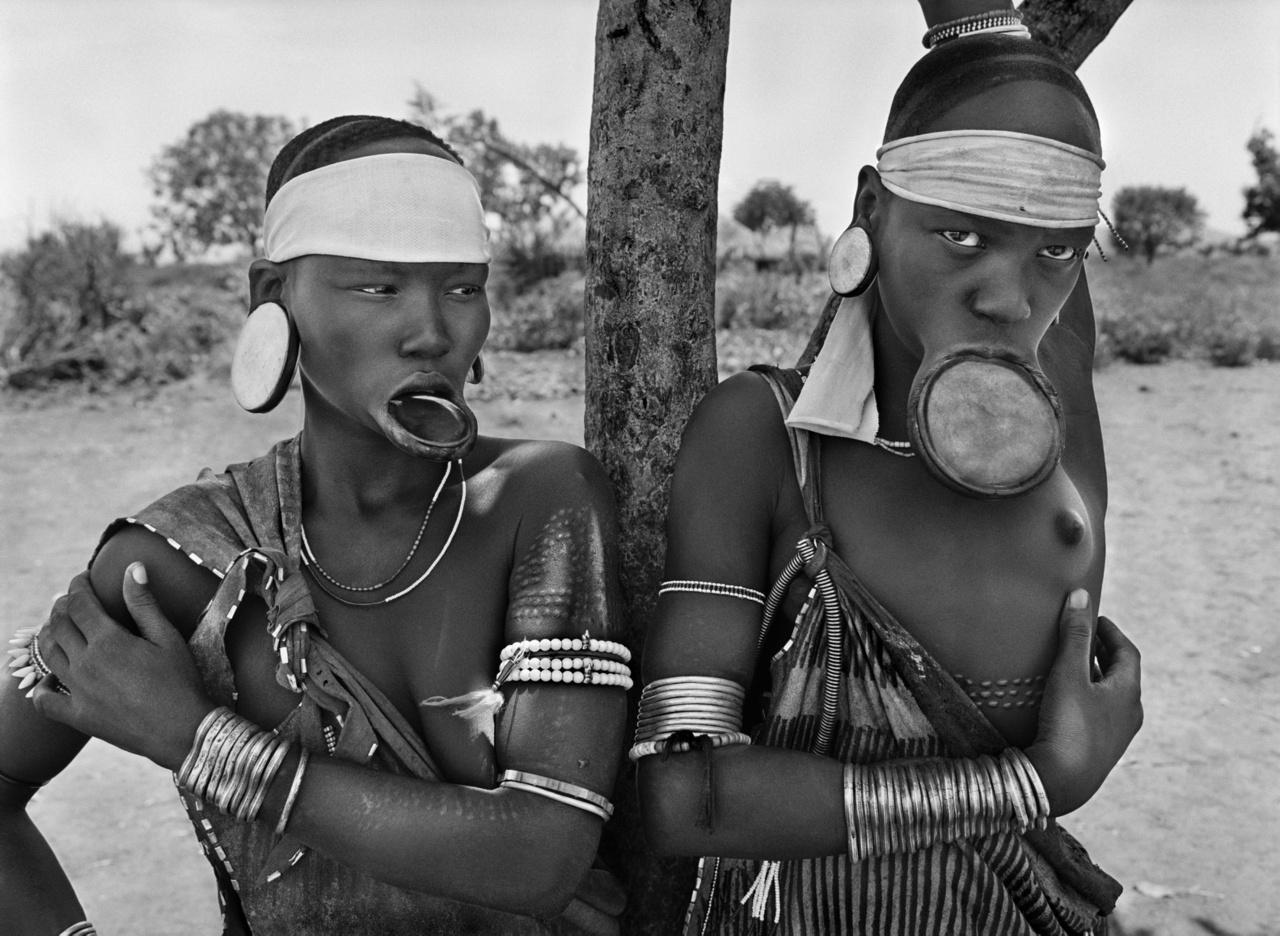 A világon már csak a murszi és szurma nők viselnek ajaktányért. Dargui egy murszi falu a Mago Nemzeti Park területén, Jinka közelében. Etiópia, 2007Amazónia és Pantanal
