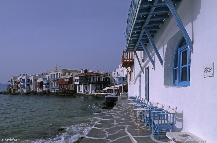 Egyszóval, ha jövőre szeretnének hírességek közvetlen közelében nyaralni, erősen ajánljuk, hogy Míkonosz felé vegyék az irányt