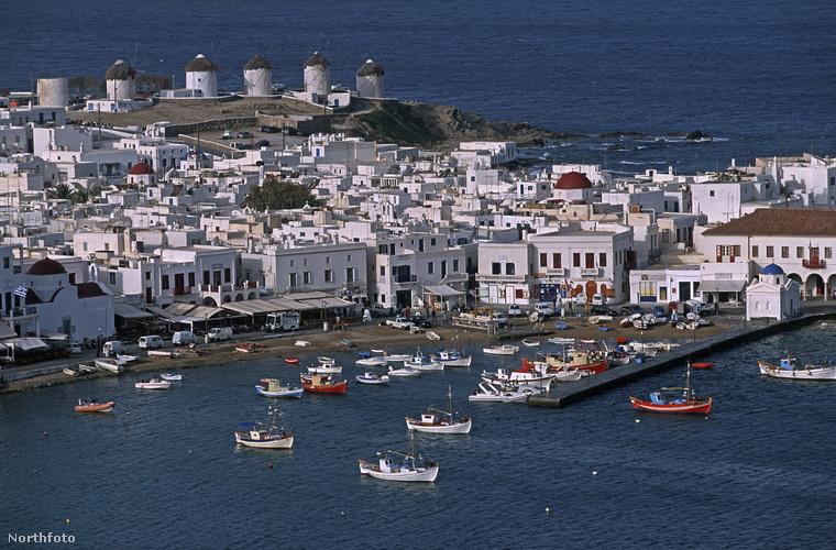 Míkonosz szigetéről van szó, amely a Kükládok része