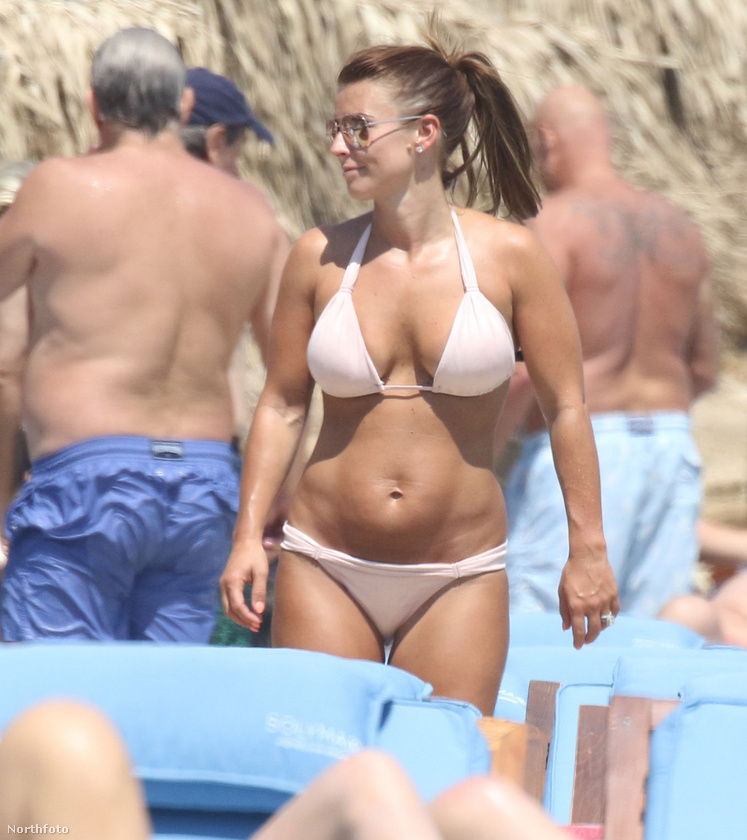 Mindig örülünk, amikor Rooney-nét strandolni látjuk, mert nagyon csinos és rokonszenves nőnek tartjuk,