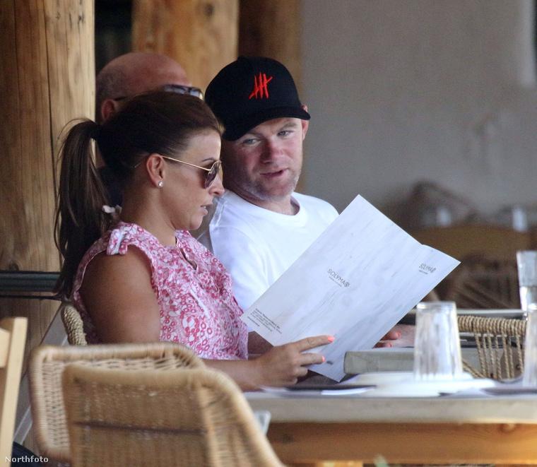 A helyet aztán a focisták is felkapták, köztük például Wayne Rooney, aki szerencsére a feleségével Coleen Rooney-val utazott.