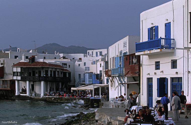Mert amúgy Míkonosz pont azt tudja, mint Görögország turisztikailag frekventált, egyéb részei: szép a tengerpart, tiszta a víz, lehet vízisportolni