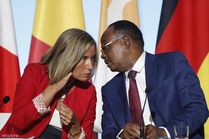 Federica Mogherini az Európai Unió kül- és biztonságpolitikai főképviselője (b) és Mahamadou Issoufou nigeri államfő az afrikai országokból az Európai Unió tagállamaiba irányuló migrációról tartott csúcstalálkozón