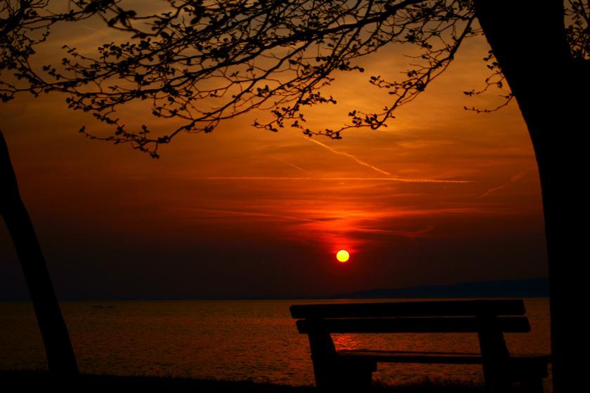 Kevés szebb naplementéző hely van, mint a balatonföldvári part.