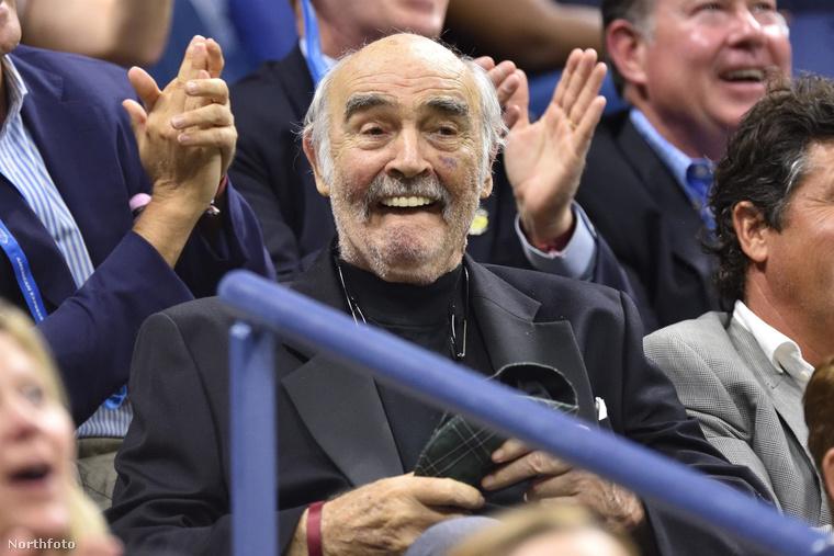 Utolsó képünkön ismét az amúgy 87 éves Sean Connery-t mutatjuk, de csak mert iszonyú jó látni, hogy ennyire kiválóan érzi magát, és hogy jól szolgál az egészsége