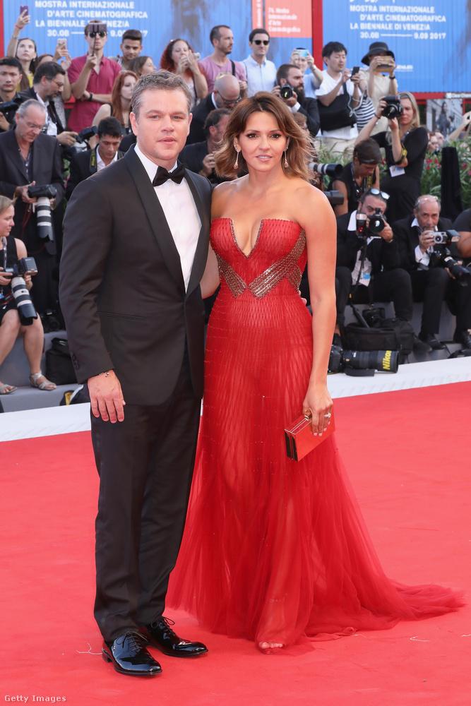 Így feszítettek ők a vörös szőnyegen, Damonné egy démonian vörös (ha!) ruhában, nagyon csinos, sőt dögös volt benne!