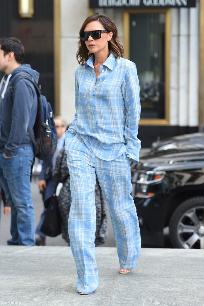 ...ráadásul ha már kétszer is megteszi ezt, akkor egyértelmű: beadta a derekát a rejtélyes pizsama trendnek.