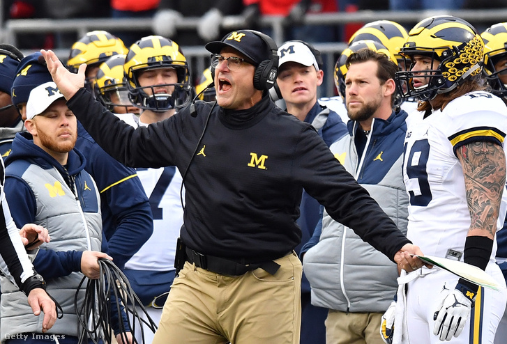 Jim Harbaugh, a Michigan Wolverines vezetőedzője