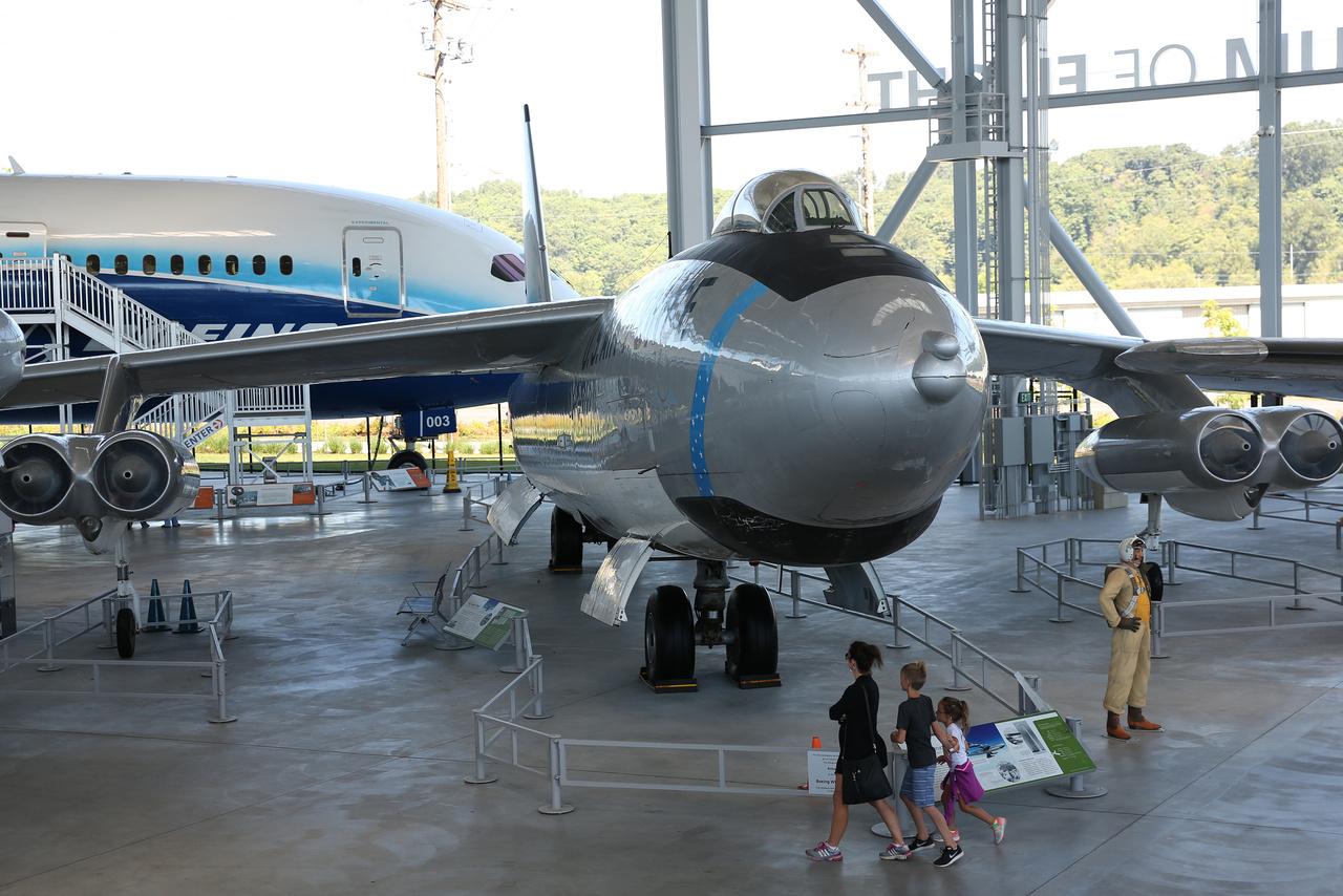 Boeing WB-47E Stratojet közepes méretű stratégiai nukleáris bombázó. Az ötvenes évek elején kifejlesztett katonai repülőgép egyben előfutára volt a korszerű, több hajtóműves sugárhajtású utasszállító gépeknek is.