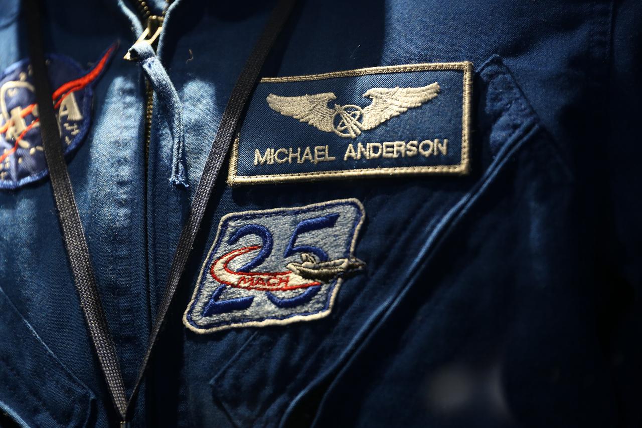 Michael P. Anderson, a Columbia űrsikló katasztrófájában elhunyt NASA űrhajós repülős kezeslábasának felvarrói.