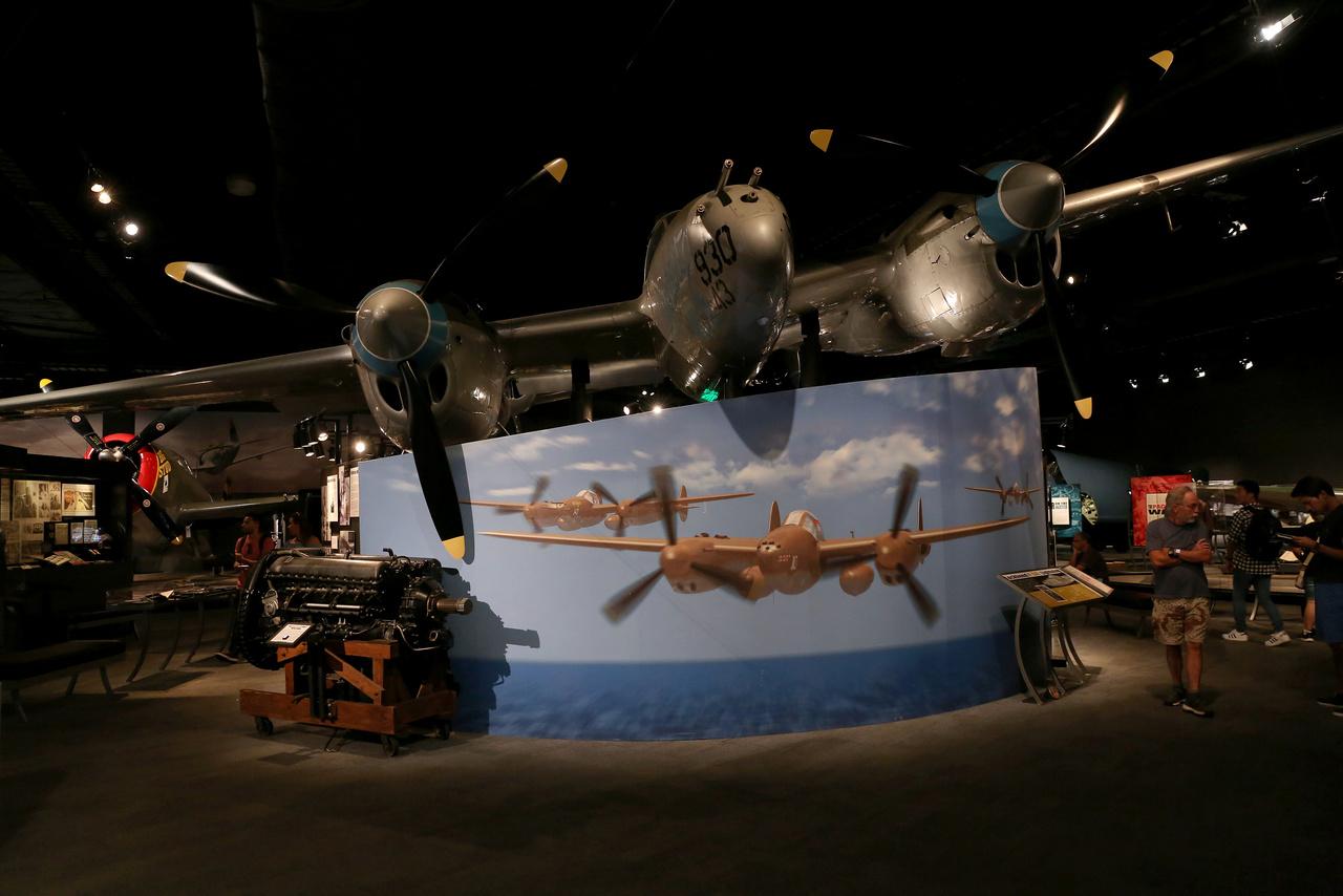 A múzeum gyűjteményében lévő Lockheed P-38L Lightning kéttörzsű, kétmotoros nehéz vadászgép az utolsók között, 1944-ben épült.