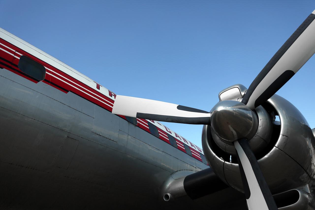 Az egyik legelegánsabb utasszállító repülőgép, ami valaha épült. A múzeum gyűjteményében lévő 4544-es számú Super Connie a Trans-Canada Airlines flottájába tartozott 1963-ig, nyugdíjazása után étteremként és bárként funkcionált Torontóban, majd 2009-ben került Seattle-be.