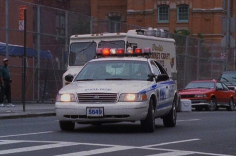 A második generációs Crown Victoria első filmszerepe a Harmadik műszak című sorozat volt. Az első évadban az egyik főszereplő, Faith Yokas (Molly Price) meg is jegyzi, hogy új autókat kapott a rendőrőrs és a régi, első generációs Crow Vic, sokkal jobb volt, mint az új kocsijuk.