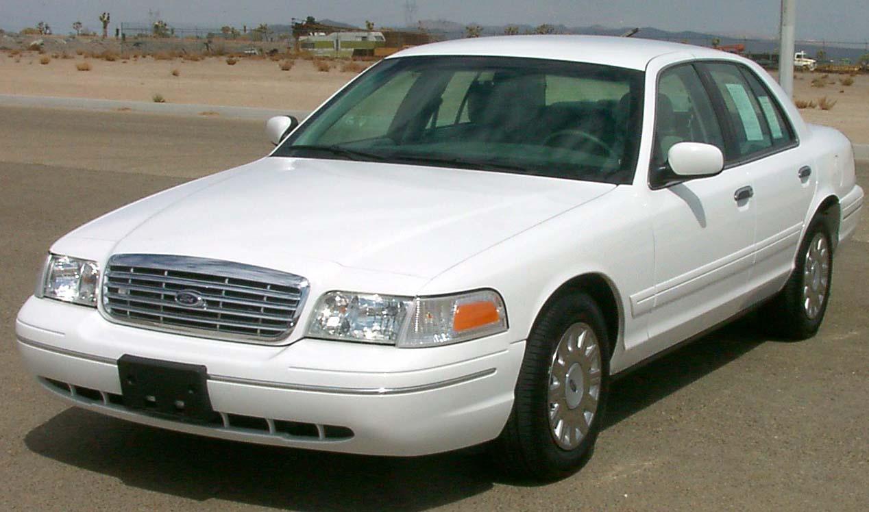 A Ford Crown Victoria egy alvázas, robosztus jármű, 4,6 literes V8-as motorral és akár 242 lóerő teljesítménnyel. Habár a jármű valójában egy nagy családi szedán volt, a Ford soha sem a magánszemélyek kiszolgálását tartotta szem előtt a Crown Vic-kel, hanem az állami intézmények flotta vásárlásaira koncentrált. Így a 2008-as modellévtől ki is került az USA-beli Ford katalógusból a típus. De ettől függetlenül, főként Közel-keleti megrendelők részére, egészen 2011 végéig gyártották a polgári változatot.