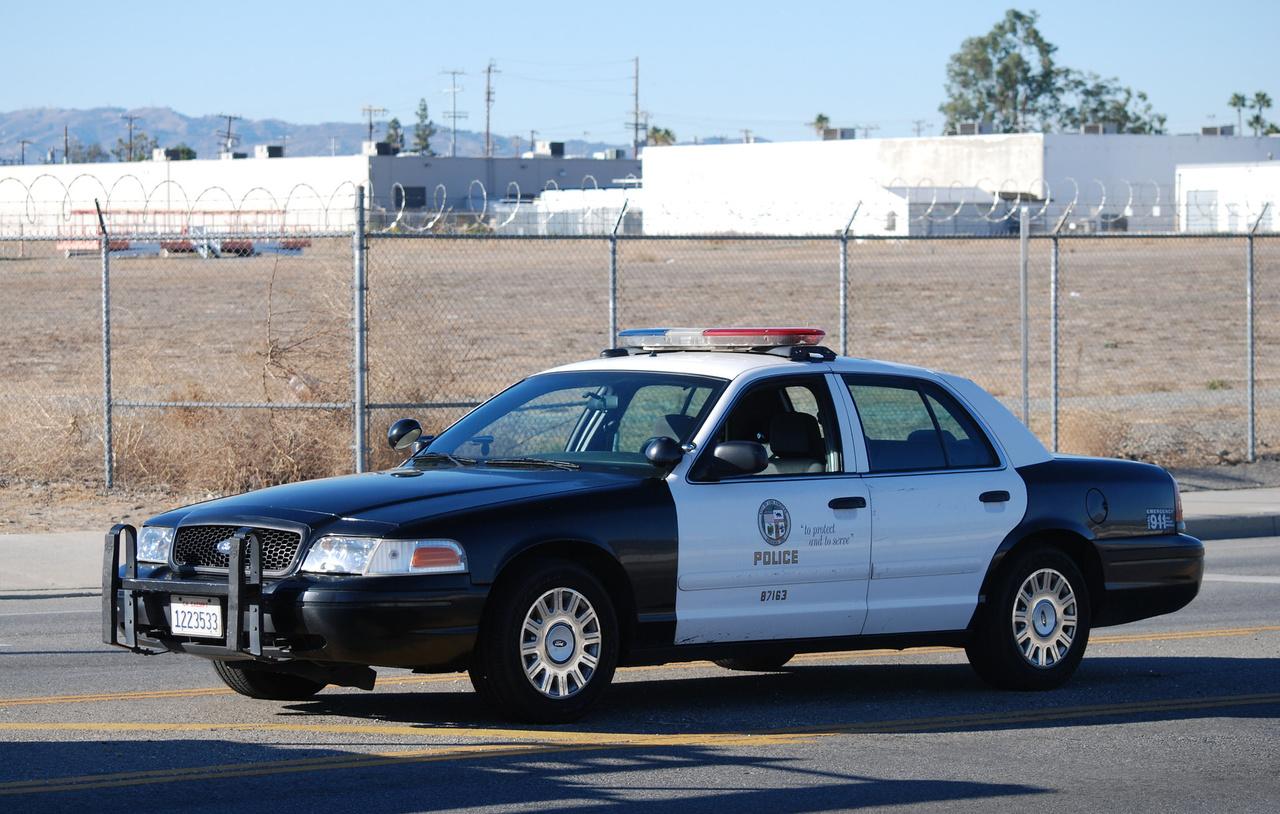 Főként a nagyvárosok körüli autópályák rendőrségei választották a legerősebb Interceptor változatot. A képen a Los angelesi rendőrség elfogó autója.