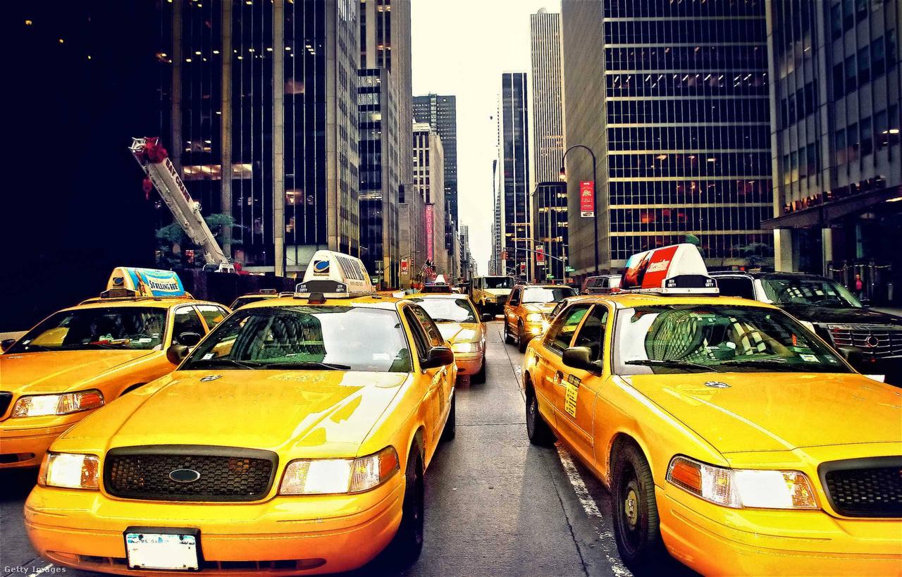 Nem csak rendőrautónak, de taxinak is kiválóan bevált a Crown Vic. Sok USA-beli nagyvárosban, köztük New Yorkban is, több ezer fut még az utakon belőlük.