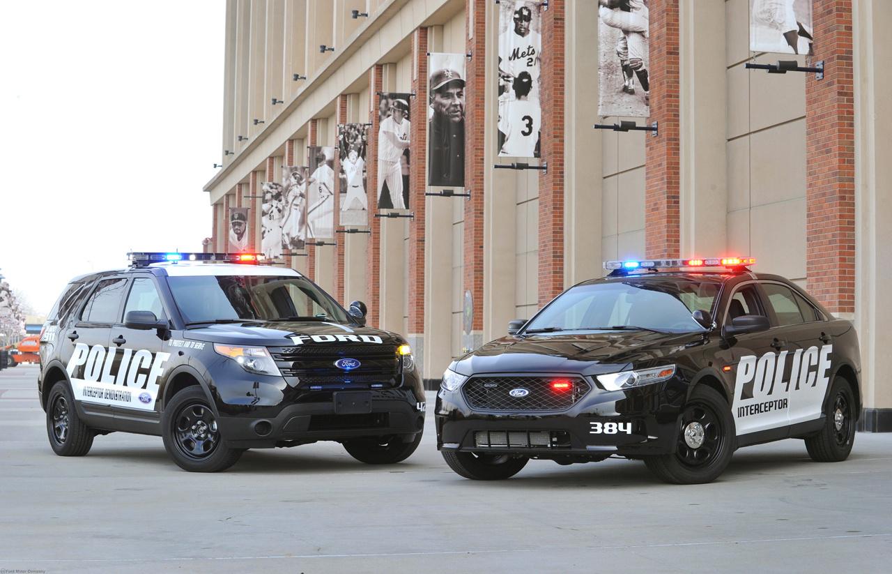A Ford két autóval váltotta ki a Crown Victoriát. Az egyik az Explorer a másik pedig a Taurus. Mindkettő rendelhető páncélozott, hibrid, Interceptor valamint Street Apperance változatban is.