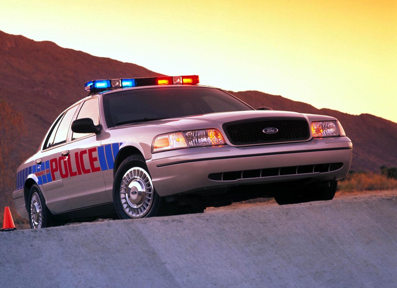 A Ford Crown Victoria 2003-ban kapott egy nagyobb frissítést, ugyanis hamar kiderült, hogy az alvázas autó nem elég masszív és pattog az úton. Ezért főként a rendőri feladatok könnyebb ellátása érdekében eszközöltek néhány változtatást. Növelték a motorteljesítményt, merevebb karosszériát valamint új első és hátsó felfüggesztést kapott az autó. Kívülről az új hűtőrácsról ismerhető fel a faceliftes Crown Vic.