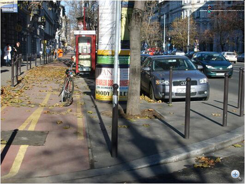 Ennyit lát a Bajcsyn az autós a kerékpárból a kereszteződés előtt