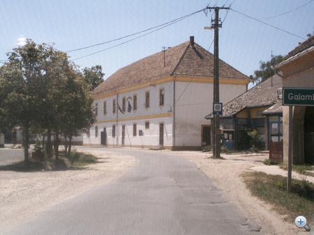 A nemesvidi községháza, az alsó szint eladóFotó: ernistegi