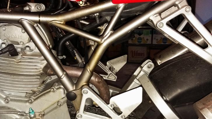 Légrugóval a Ducati
