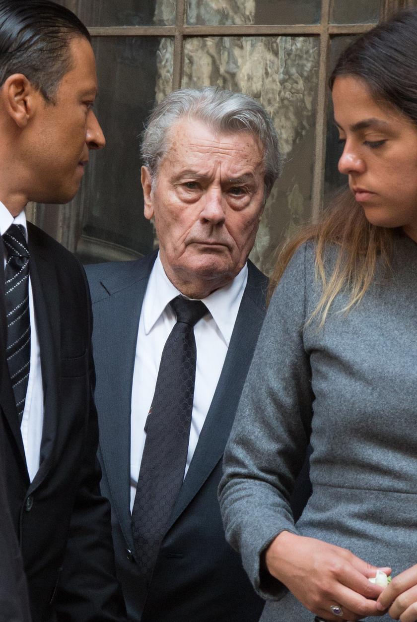Alain Delon nagyon nehezen viselte egykori kedvese távozását: lánya, Anouchka és a lánya kedvese, Julien Dereims támogatták.