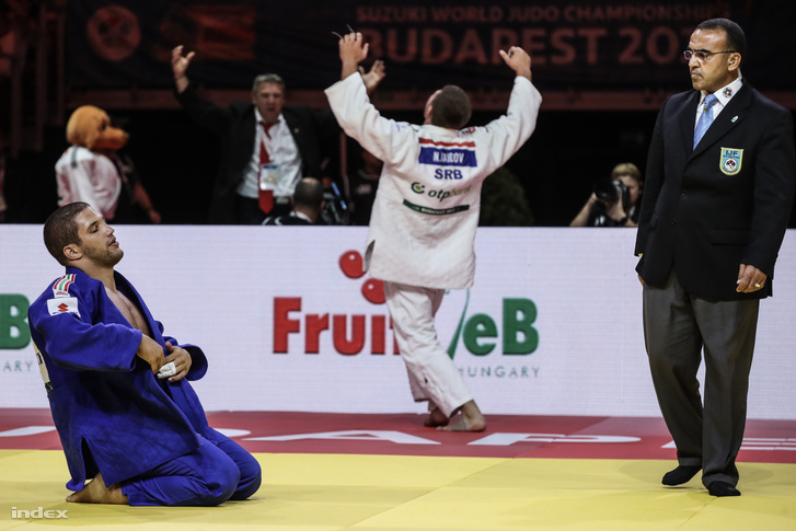 Tóth Krisztián (kékben) veszít a szerb Nemanja Majdov ellen