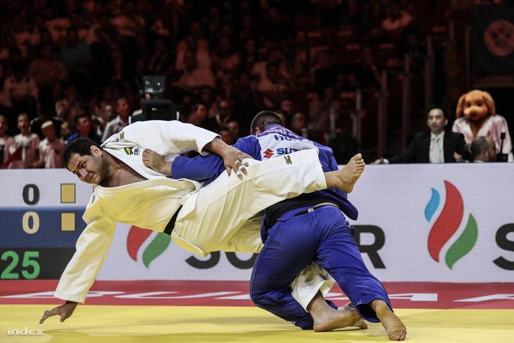 A brazil Rafael Silva (fehérben) és Bor Barna