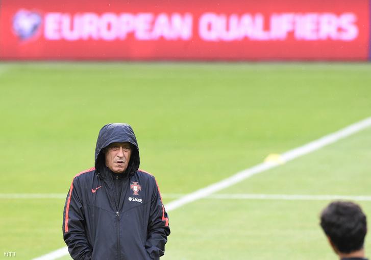 Fernando Santos vezetőedző a portugál labdarúgó-válogatott edzésén a budapesti Groupama Arénában 2017. szeptember 2-án.