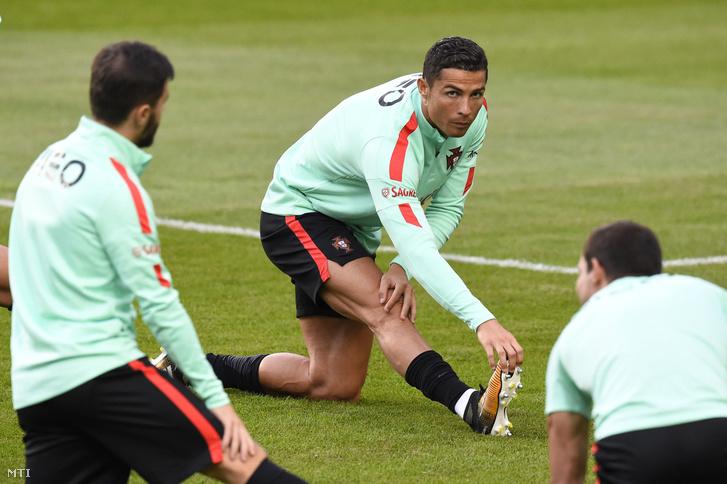 Cristiano Ronaldo a portugál labdarúgó-válogatott edzésén a budapesti Groupama Arénában
