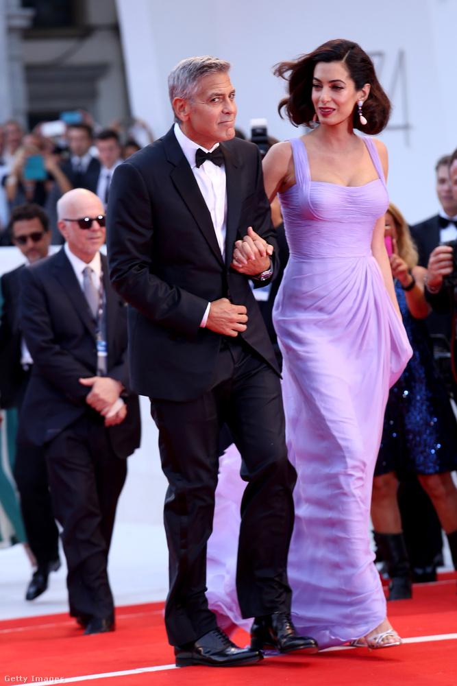 George és Amal Clooney szeptember 2-án, szombaton elmentek a Velencei Filmfesztiválra, a Suburbicon című film bemutatójára.A filmben Clooney nem szereplőként, hanem rendezőként érdekelt, de kivette a részét a forgatókönyvírásból és a produceri munkából is.
