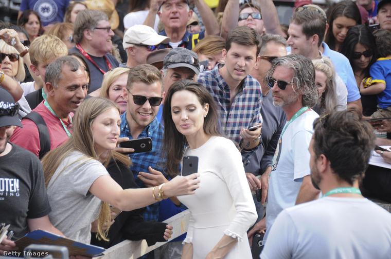 Hosszú interjút készített a Telegraph Angelina Jolie-val a Telluride filmfesztiválon, amelynek itt csak a lényegét szemlézzük