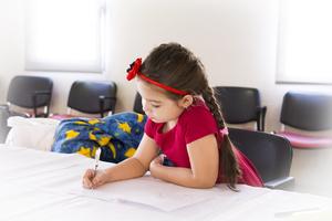 iskolás kislány