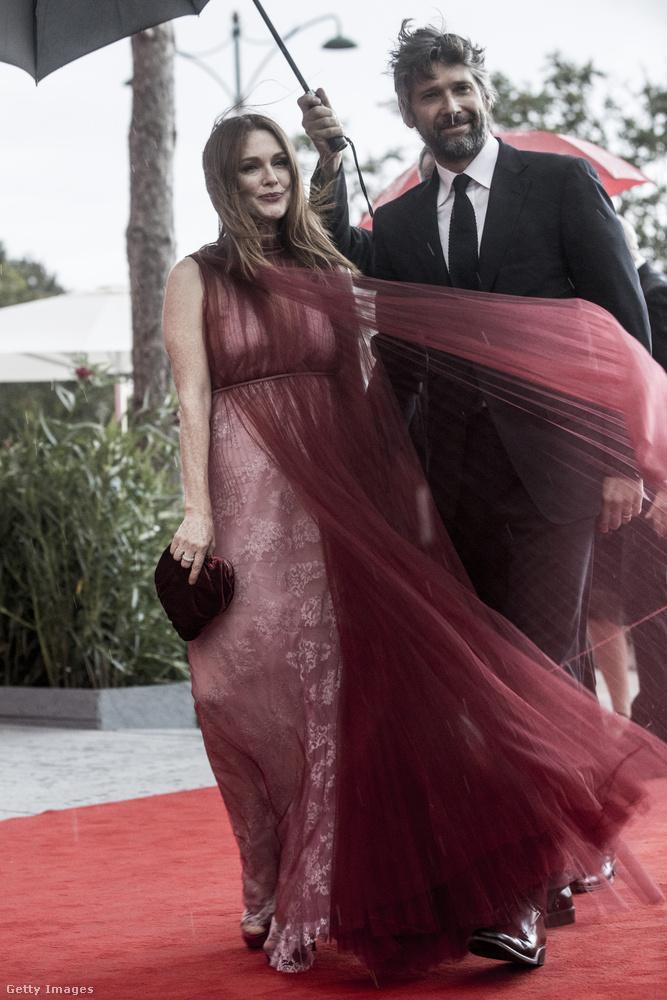 Julianne Moore például igyekezett még menet közben is méltóságot sugározni,