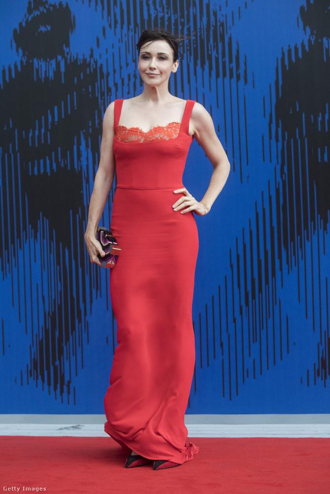 Nem csodálkozunk, hogy a Velencei Filmfesztiválra érkező nők mind csodás estélyiket húztak az eseményre, hiszen a hétvégén már megcsodáltuk Amal Clooney-t, aki maga is filmsztárnak nézett ki