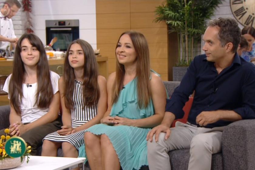 Szekeres Adrien, férje, Kiss Gábor és lányaik.