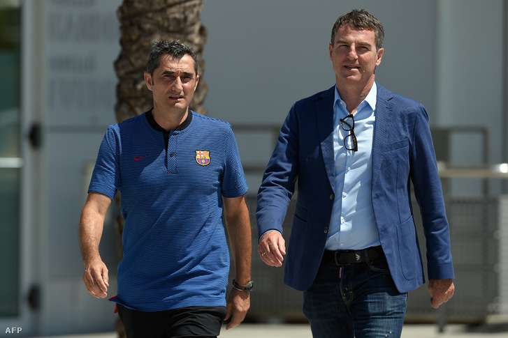 Az új edző, Ernesto Valverde és Robert Fernandez általános igazgató, aki az igazolásokért felel a Barcelonánál
