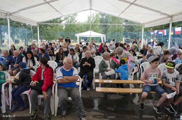 A közönséget a másfél napig kitartóan zuhogó eső sem tudta elriasztani