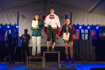 Volt, aki két nap alatt hat érmet nyert. (A képen az 5 méteres női késdobálók nyertesei, első helyen 1. Anna Kortunova, másodikon Svetlana Martynova, harmadikon Melody Joy Cuenca)