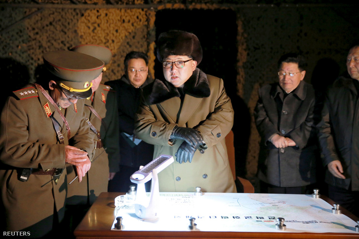 Kim-Dzsongun koreai vezető tárgyal a Koreai Néphadsereg stratégiai rakétacsapatával ismeretlen helyszínen