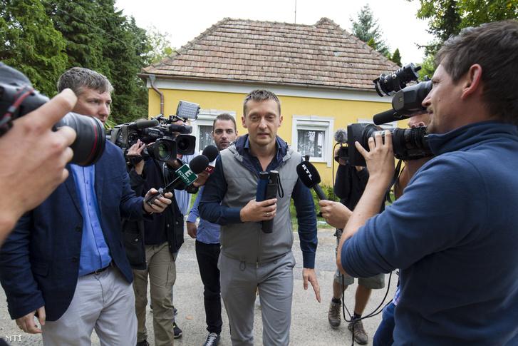 Rogán Antal érkezik a Polgári Magyarországért Alapítvány rendezvényére a Polgári Piknikre a kötcsei Dobozy-kúriánál 2017. szeptember 2-án