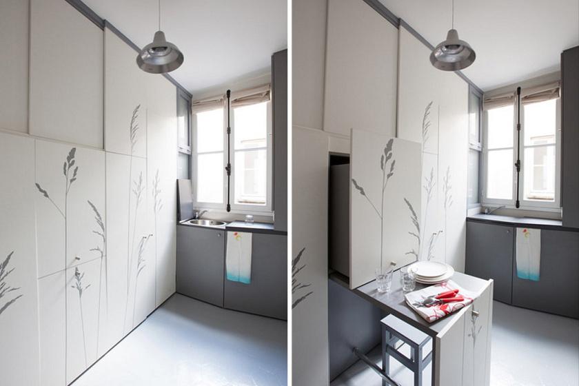Az eredetileg egy félszobára sem elegendő kis cella optikailag is kitágult a pasztell árnyalatú, fehér és halványszürke színhasználat miatt.