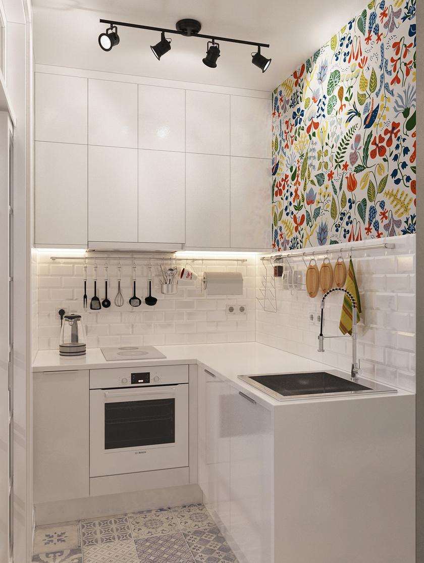 Az aprócska konyhában fehér színnel növelik optikailag a teret, melyet azonban tökéletesen feldob a padló mintás csempéje, illetve a színes dekoráció.