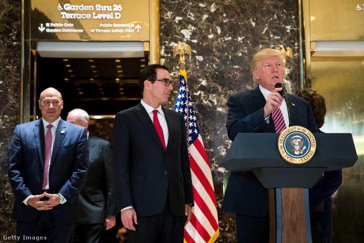 Steven Mnuchin amerikai pénzügyminiszter és Donald Trump